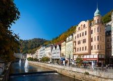历史的市卡尔斯巴德是其中一个最著名的温泉镇在欧洲 库存照片