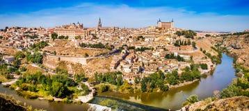 历史的市有河的Tajo托莱多卡斯提尔La的Mancha,西班牙 免版税库存照片