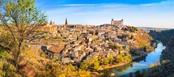 历史的市有河的Tajo日落的,卡斯提尔La Mancha,西班牙托莱多 库存图片