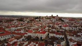 历史的市有白色房子和红色屋顶的,葡萄牙埃武拉 股票视频