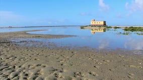 历史的救生员大厦定期流逝  阿尔加威 葡萄牙 免版税库存照片
