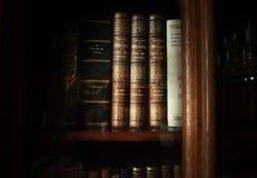 历史的旧书在图书馆里 免版税图库摄影