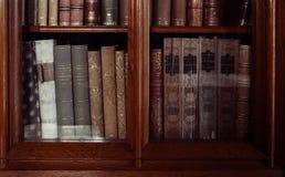 历史的旧书在图书馆里 图库摄影