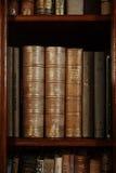 历史的旧书在图书馆里 免版税库存照片