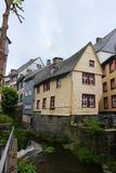 历史的木大厦在河Rur的蒙绍 免版税库存照片