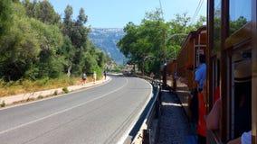 历史的木电车在Port de索勒,马略卡,西班牙 免版税库存图片