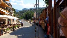 历史的木电车在Port de索勒,马略卡,西班牙 库存图片