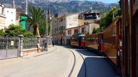 历史的木电车在Port de索勒,马略卡,西班牙 免版税库存照片