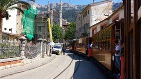 历史的木电车在Port de索勒,马略卡,西班牙 库存照片