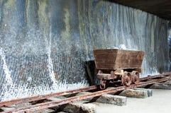 历史的木盐提取机器 免版税库存照片