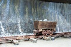 历史的木盐提取机器 库存图片