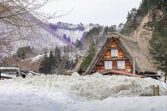 历史的村庄在冬天,一个世界文化遗产站点白川町去在岐阜日本 库存照片