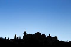 历史的村庄Valldemossa的剪影在马略卡 库存图片