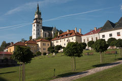 历史的欧洲城市Kremnica正方形  库存图片