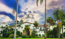 历史的法院大楼入口在圣塔巴巴拉,加利福尼亚 库存图片