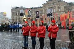 历史的游行的庆祝1941年11月7日的在红场在莫斯科 图库摄影