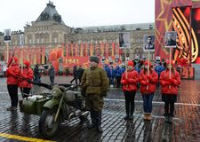 历史的游行的庆祝1941年11月7日的在红场在莫斯科 免版税图库摄影
