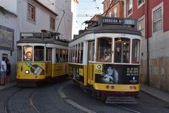 历史的电车28在里斯本,葡萄牙 免版税库存图片