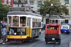 历史的电车28在里斯本,葡萄牙 免版税库存照片