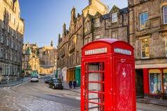 历史的皇家英里的街道视图,爱丁堡 免版税库存照片