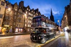 历史的皇家英里的街道视图,爱丁堡 库存照片