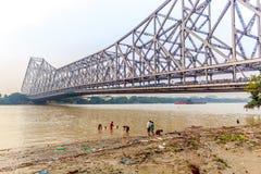 历史的第二座豪拉桥梁看法在Hooghly河加尔各答的 免版税库存照片