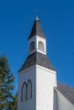 历史的米尔纳教堂的尖沙咀钟楼在Langley不列颠哥伦比亚省 库存照片