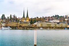 历史的老市的都市风景有教会的卢赛恩  图库摄影