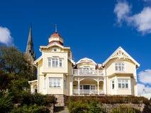 历史的老木房子在Lysekil,瑞典 免版税库存图片