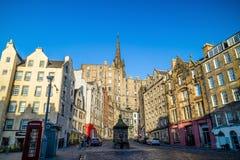 历史的老镇的街道视图,爱丁堡 库存照片