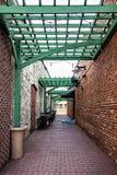 历史的老镇胡同入口 库存图片