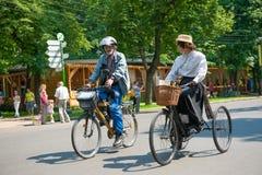 历史的自行车乘驾 免版税库存照片