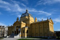 历史的艺术亭子画廊博物馆入口门面萨格勒布・克罗地亚 库存图片