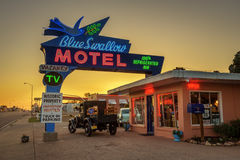 历史的蓝色燕子汽车旅馆在Tucumcari,新墨西哥 库存图片