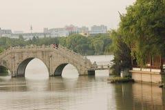 历史的街道和传统建筑除Yuehe老街道(嘉兴,浙江)以外 免版税库存图片