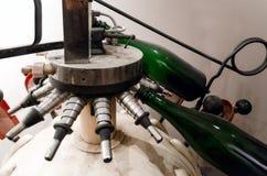 历史的装瓶酒机器 库存照片