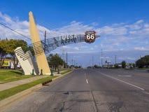 历史的路线66街道视图在土尔沙俄克拉何马-土尔沙-俄克拉何马- 2017年10月17日 免版税图库摄影