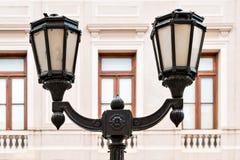 历史的门面老街灯 免版税库存图片
