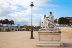 历史的雕塑在Tuileries庭院里在巴黎,法国 库存照片
