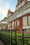 历史的维多利亚女王时代的海洋旅馆 免版税库存图片