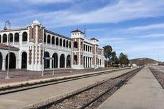 历史的巴斯托火车站在莫哈维沙漠 图库摄影