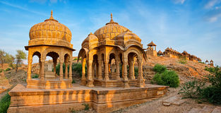 历史的统治者皇家纪念碑在Bada Bagh的在Jaisalmer,拉贾斯坦,印度 库存图片