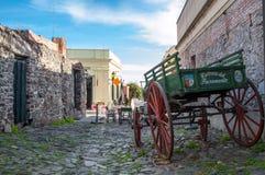 历史的邻里在科洛尼亚德尔萨克拉门托,乌拉圭 免版税库存图片