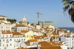 历史的Alfama水平的看法在里斯本,葡萄牙 库存照片
