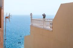 历史的Canarian阳台有海视图 免版税库存图片
