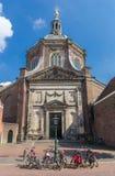 历史的Marekerk教会在莱顿的中心 免版税库存照片