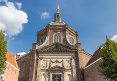 历史的Marekerk教会在莱顿的中心 免版税库存图片
