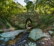 历史的Poinsett桥梁由石头制成在格林维尔南汽车附近 免版税库存照片