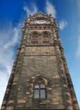 历史的rochdale城镇厅高钟楼lancashire的与蓝色夏天天空和白色云彩 图库摄影