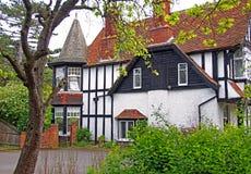 历史的tudor样式谷仓房子 图库摄影